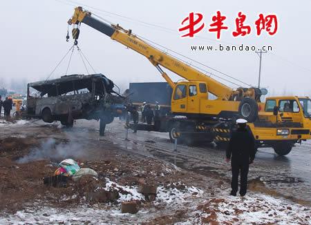 2月 6日讯(记者 周辉 实习生 黄超) 今天上午,一辆莒县至青岛的大客车