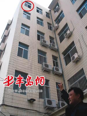 医院六楼女厕跳下一男子 经抢救无效死亡