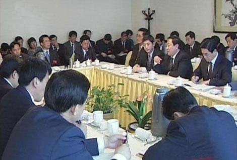 新闻中心 青岛 > 正文    阎启俊说,目前青岛正处在全面建设小康社会