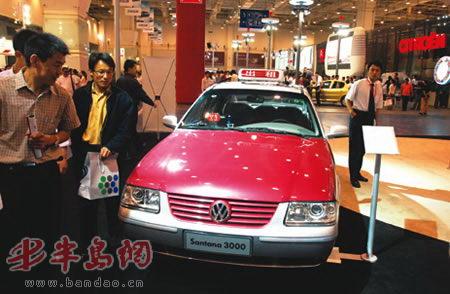 法拉利,宾利,保时捷,奔驰,凯迪拉克等国际顶级汽车品牌也参展,让整个