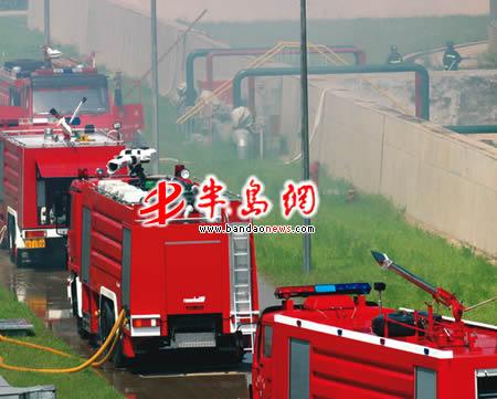 8月 12日讯(记者 刘纯来)  1989年8月12日,黄岛油库因雷击引发大火,在